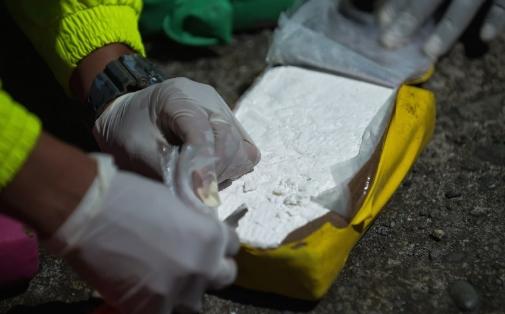 Приведена криминална група за транспорт на дрога- запленет еден килограм и 58 грама кокаин