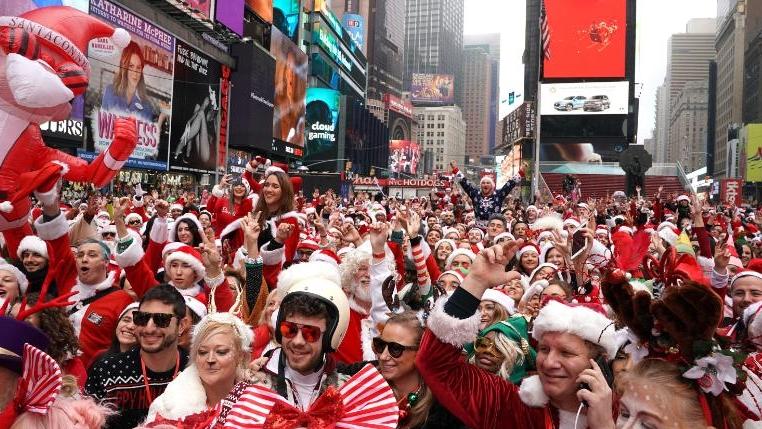 ФОТО: Ширум светот се одржа фестивалот на Дедо Мразовци