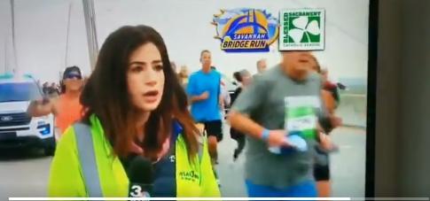 За време на трка удри по задникот новинарка која известуваше во живо- за неговата постапка доби пеколна казна за цел живот (ВИДЕО)