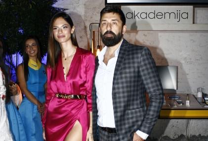 Убавата манекенка со македонско потекло откри детали од бракот со Огњен Амиџиќ- во еден момент беше и вулгарна поради овој детаљ