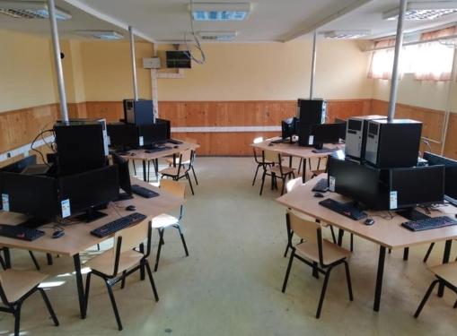 Евакуирани 10 московски училишта заради закани со бомба