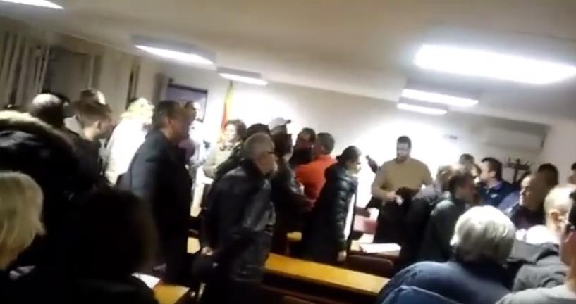 """ВИДЕО: Претседателот на """"Го сакам Водно"""" нападнат од активист на СДСМ"""