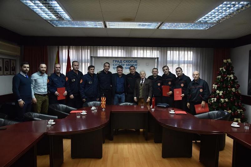 Доделени благодарници на пожарникарите и доброволците кои помагаа по земјотресот во Албанија