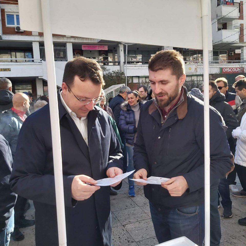 Николовски на средба со граѓани во скопски Аеродром