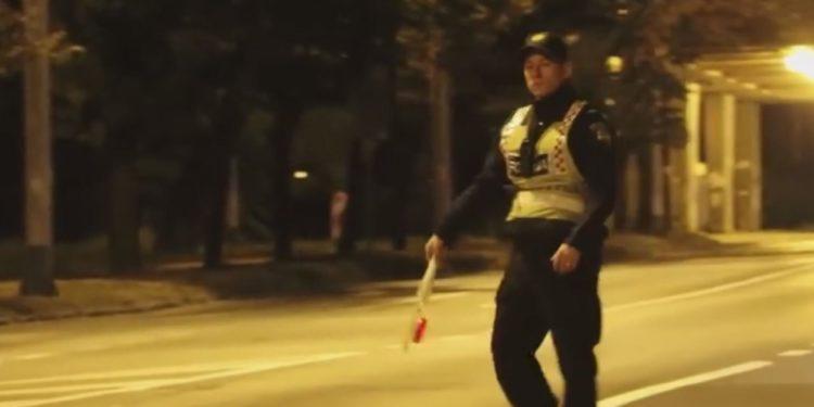 Жена возач постави нов рекорд во пијанство: Зборела на телефон, удрила во трамвајска станица и пукнала гумата и продолжила да вози
