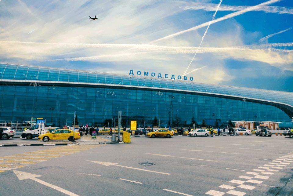 Проверка на сите четири аеродроми во Москва поради дојави за бомби