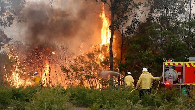 Пожарникари се обидуваат да спречат речиси 150 пожари во Австралија
