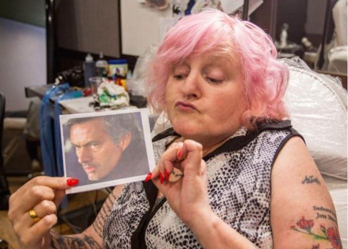 Баба од Англија е опседната со Мурињо, има 38 тетоважи за Специјалниот