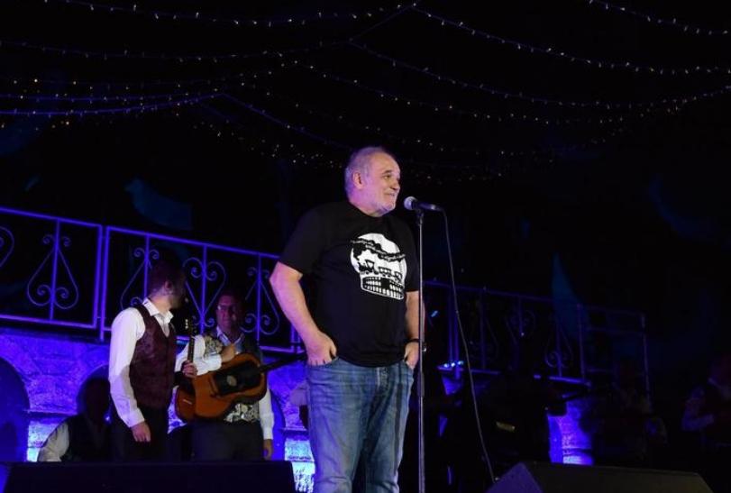 Не се предава: Балашевиќ по инфарктот веднаш на сцена, фановите во транс (ФОТО)