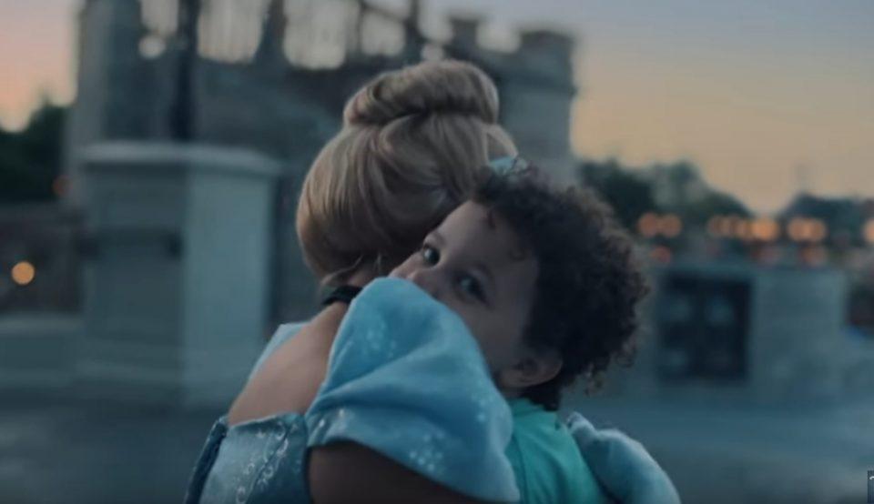 Видео кое ќе ги разнежни родителите: Бидејќи децата се малечки само кратко време