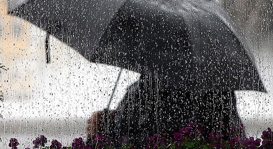 Облачно време со дожд, попладне поројни дождови со грмежи