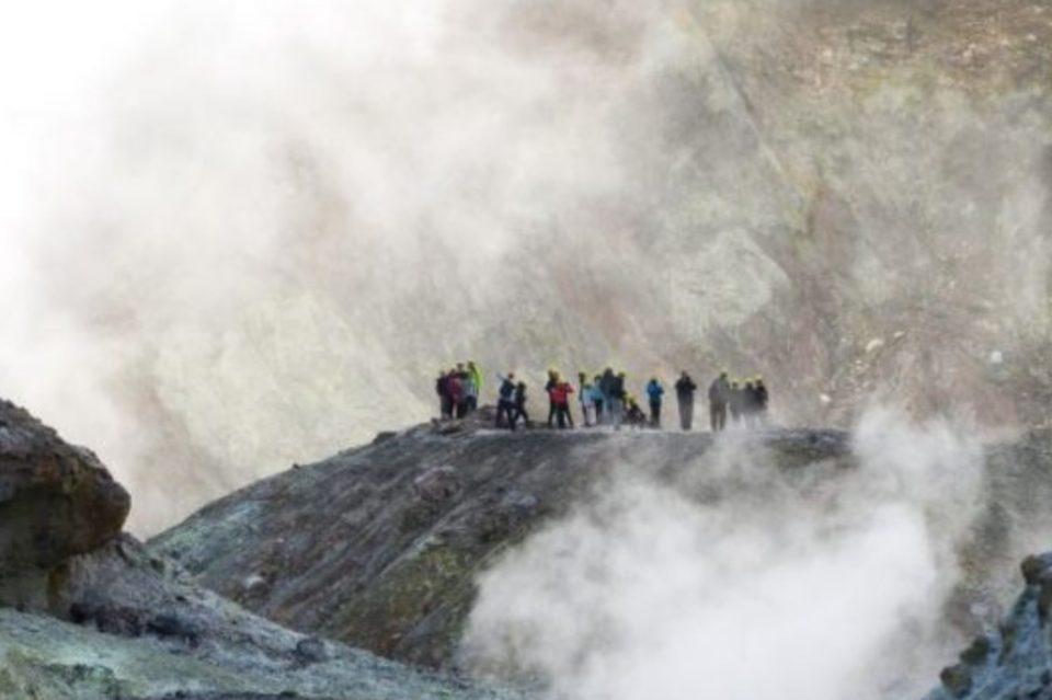 Расте бројот на жртви од ерупцијата на вулканот: 8 починати, 23 со изгореници опасни по живот, 9 исчезнати