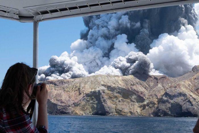 Нов Зеланд: Најмалку пет лица загинаа во ерупција на вулкан