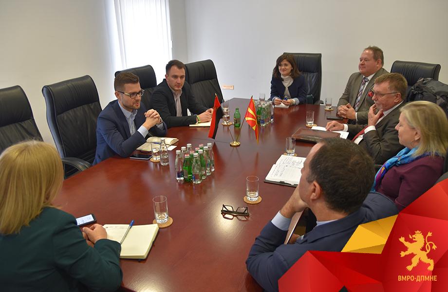 Муцунски и Андоновски од ВМРО-ДПМНЕ се сретнаа со потпретседателката на Националниот демократски институт (NDI) и тимот на NDI во Македонија