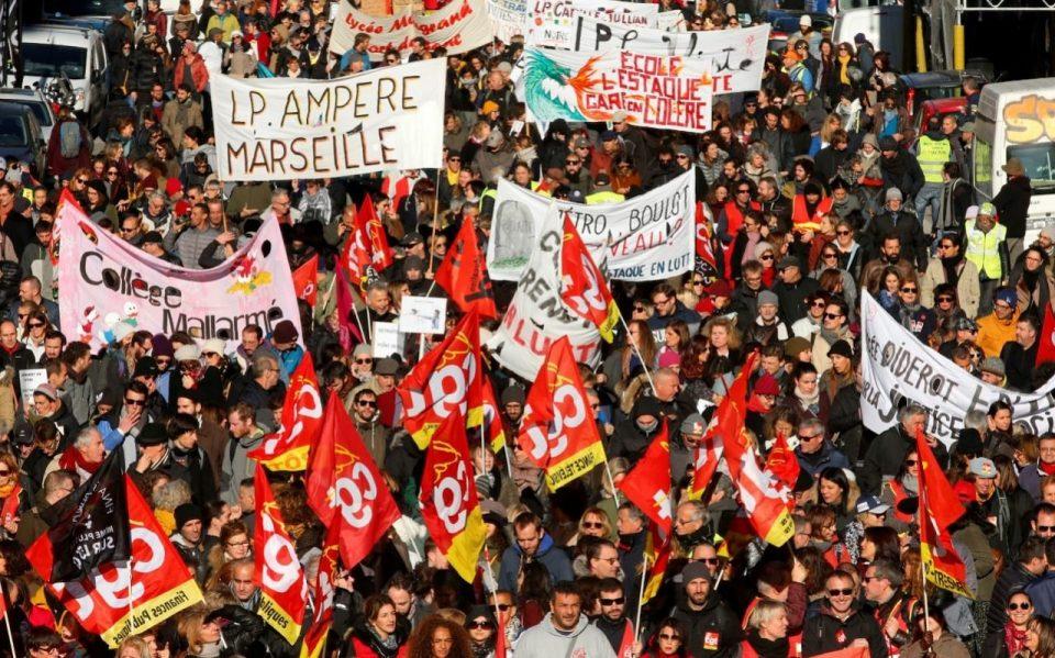 На денешните демонстрации  против пензиските реформи во Франција имало 885.000 демонстранти