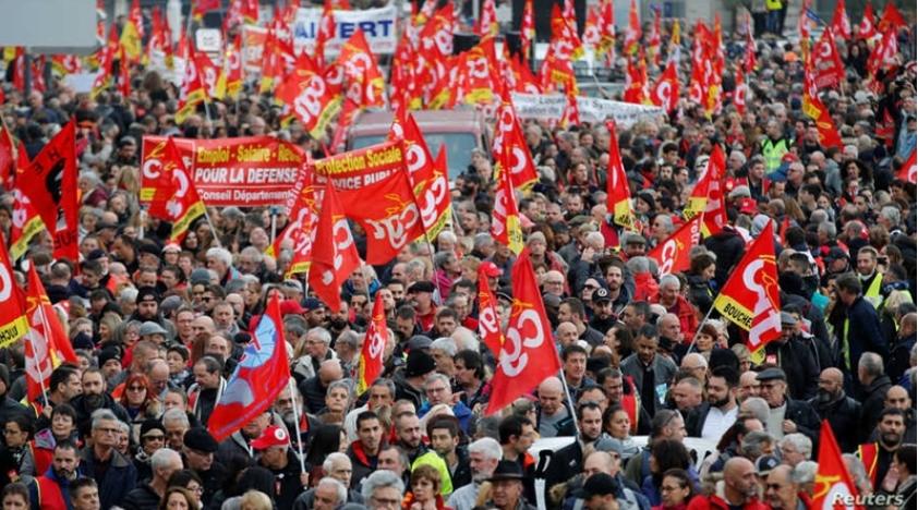 ФРАНЦИЈА НЕ СЕ СМИРУВА: Затворено метрото околу Париз поради протест за пензионирањето