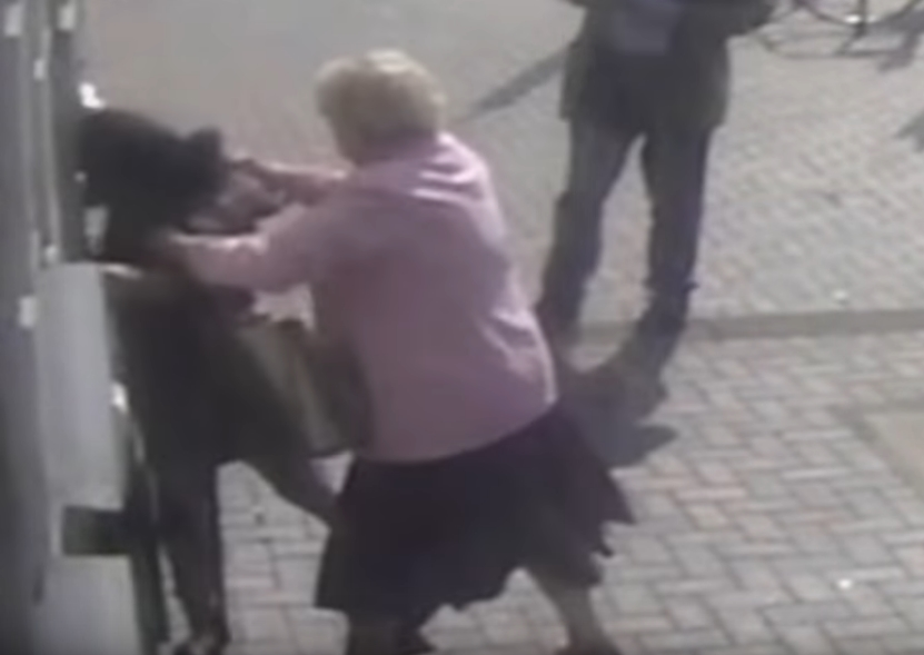 Казната беше брза: Сакаше да ограби старица, но сфати дека тоа е нејзината најголема грешка во животот (ВИДЕО)