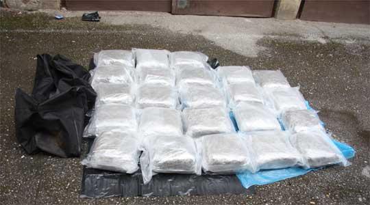 Црна Гора: Во македонски автомобил запленети 12 килограми хероин