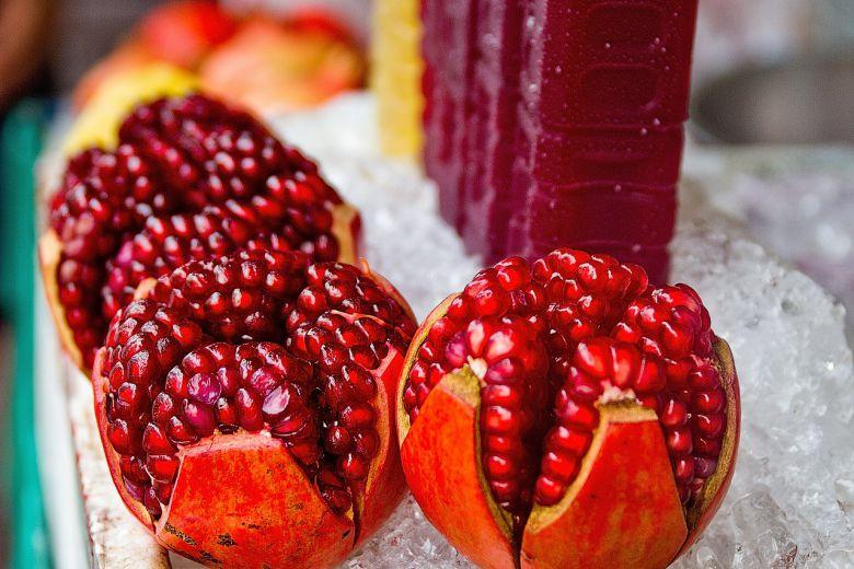 Семките на овие овошја секогаш ги фрламе, а правиме голема грешка: Дознајте како му помагаат на нашето здравје