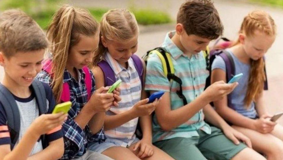 Превземете нешто: Родители, паметните телефони ги прават глупави вашите деца