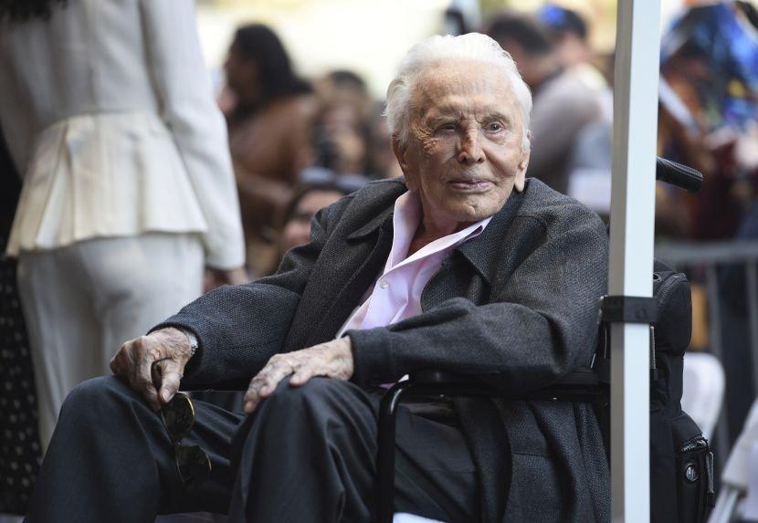 ФОТО: Легендарниот Кирк Даглас го прослави 103 роденден