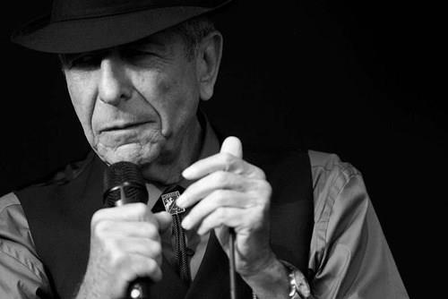 Постхумниот албум на Леонард Коен ги освојува светските листи