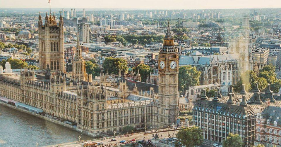Лондон со намера да го замрзне сиот руски државен имот поради Навални