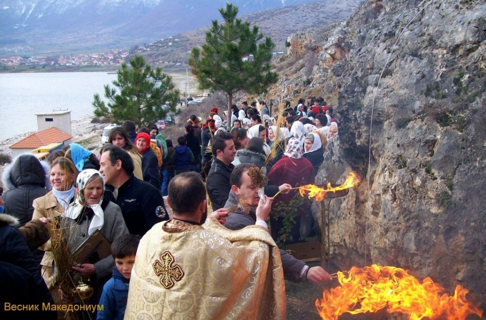 Барање од Македонците во Албанија: Православен Божиќ да биде државен празник