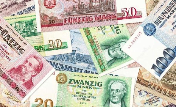 Дојче бундесбанк: Германците дома чуваат уште 12,46 милијарди марки