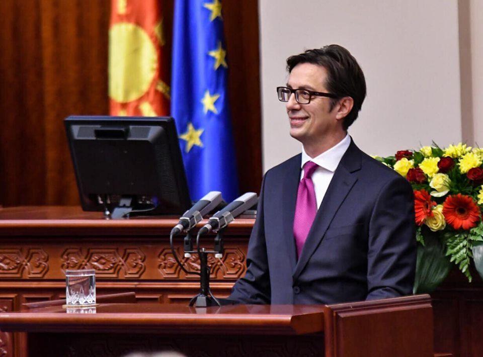 Претседателот Пендаровски со честитки по повод Божиќ- откри и каде се падна паричката во неговиот дом