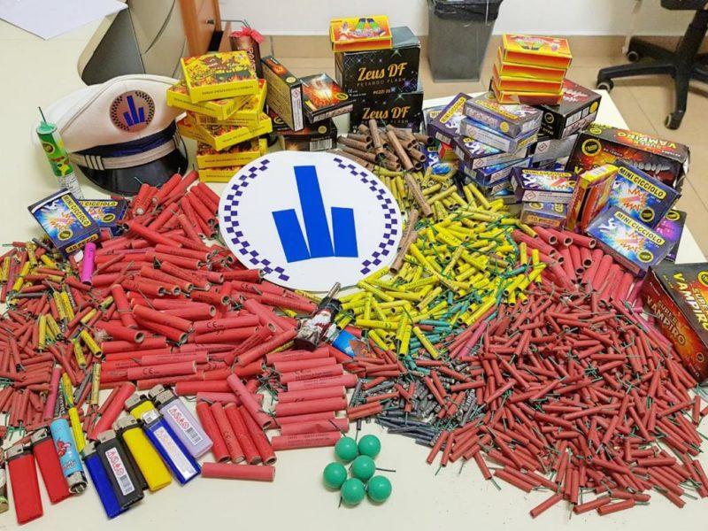Запленети близу 15.000 пиротехнички средства на Бит пазар