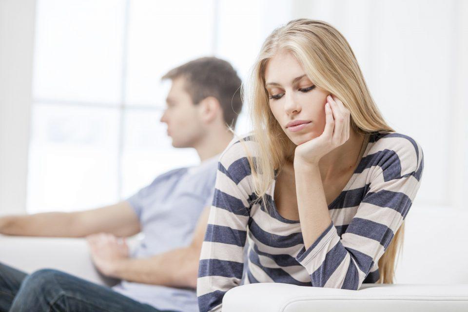 Како да препознаете дека сте во врска со емоционален манипулатор?