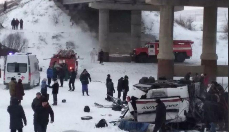 Бројот на жртви во автобуска несреќа во Русија се зголеми на 19
