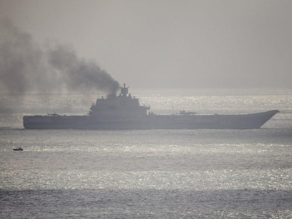 """ВИДЕО: Се запали единствениот руски носач на авиони """"Адмирал Кузњецов"""""""