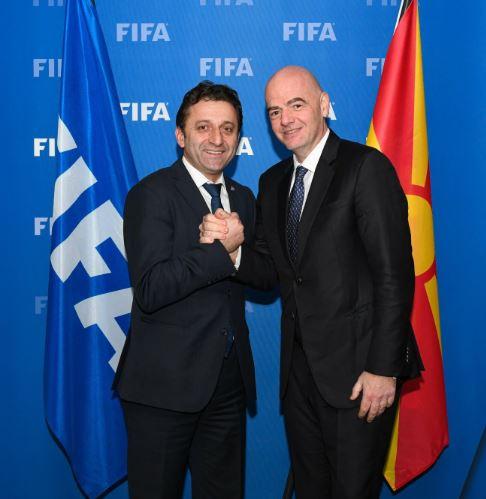 Претседателот на ФФМ на официјален состанок со првиот човек на ФИФА