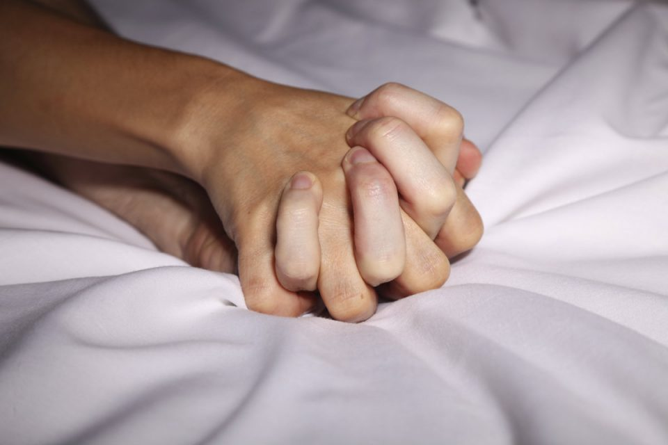 Освојте го неговото срце додека сте заедно во кревет