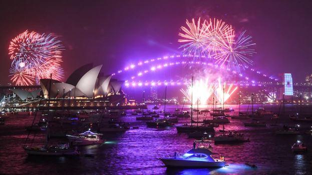 ВИДЕО: Спектакл во Сиднеј, 12-минутен огномет за дочекот на 2020 година