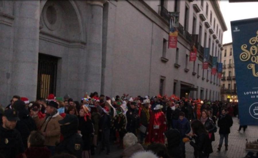 Во Шпанија стотици луѓе во редица за божиќен билет за лотарија