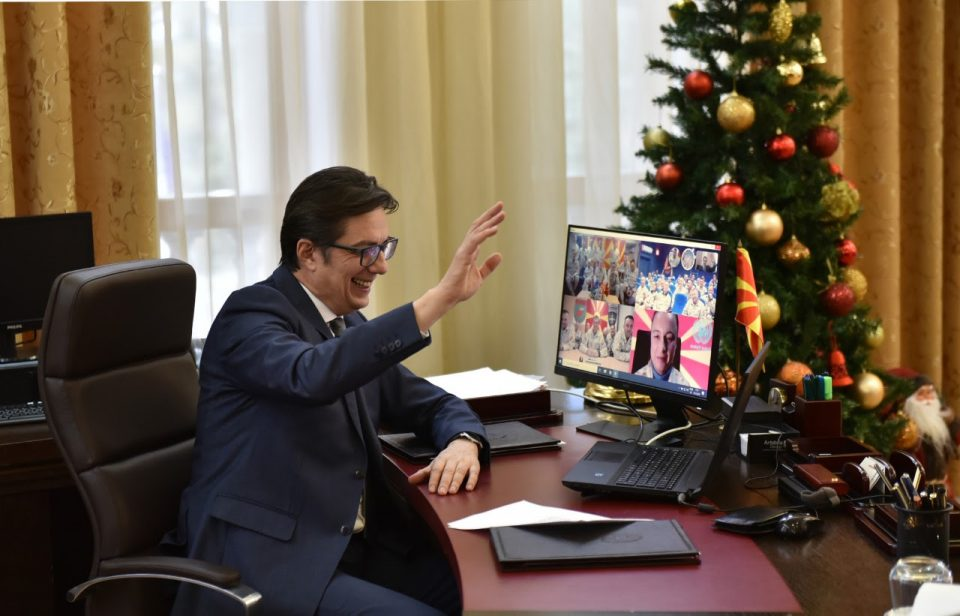 Пендаровски оствари видео-конференциска врска со армиските мировници