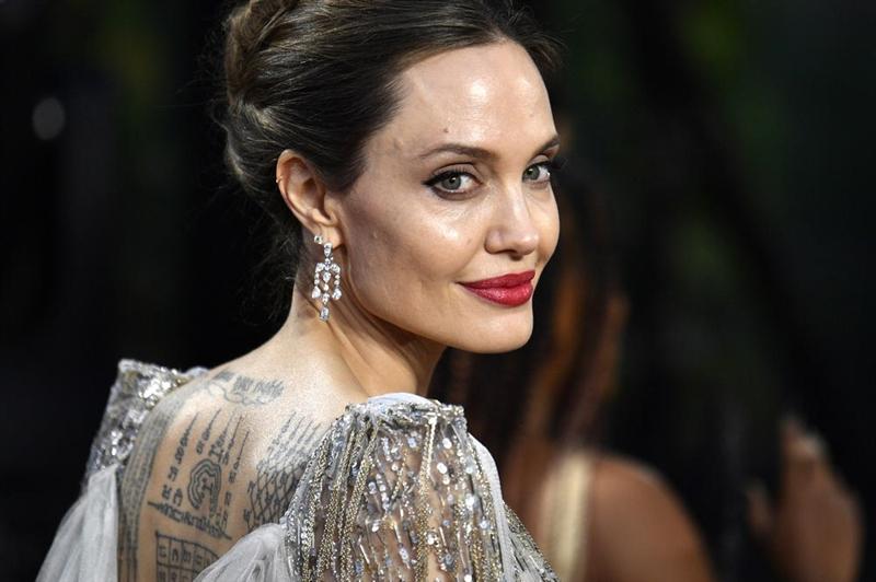 Анџелина Џоли во врска со актерка?!