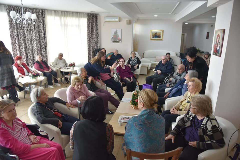 Ласовска и членки на УЖ на ВМРО-ДПМНЕ во посета на Домот за стари лица Идила