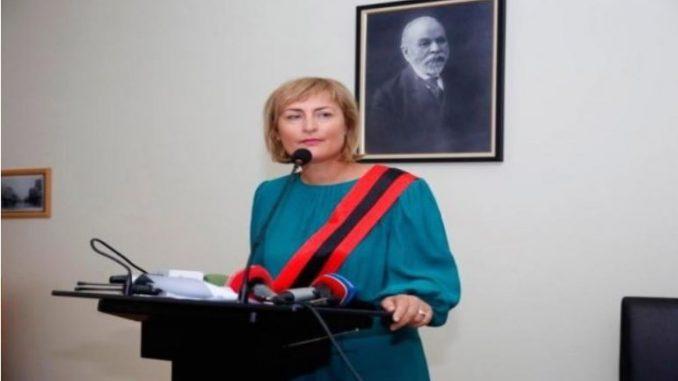 По невидениот гаф, градоначалничката на Драч си поднесе оставка