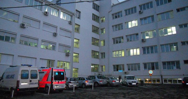 Направиле сообраќајка, па со изместени детали договориле европски: По еден час едниот возач дошол во болница со тешки повреди