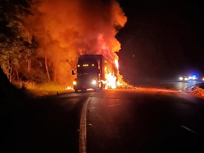 Изгоре камион кај Струмица