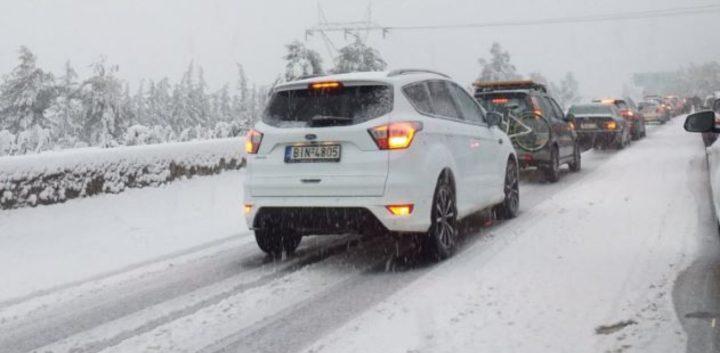 Дел од автопатот Атина – Ламиа затворен за сообраќај поради снежно невреме
