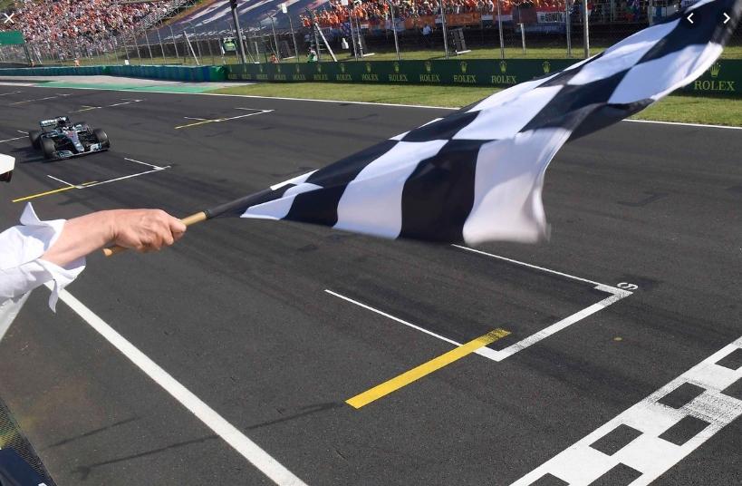 Формула 1 го враќа црно-белото знаме