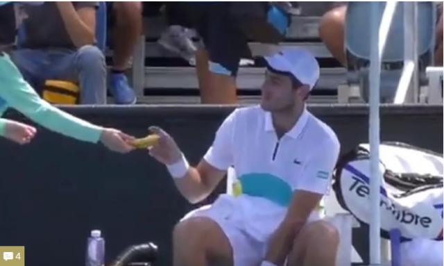 Скандал на Австралија опен: Тенисер се изживуваше со девојче кое собираше топки! (ВИДЕО)