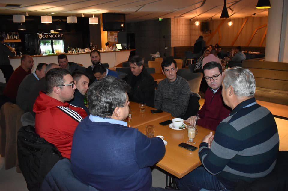 Трупуновски на средба со јаболкопроизводители од Ресен: Достоинството на земјоделецот мора да се врати