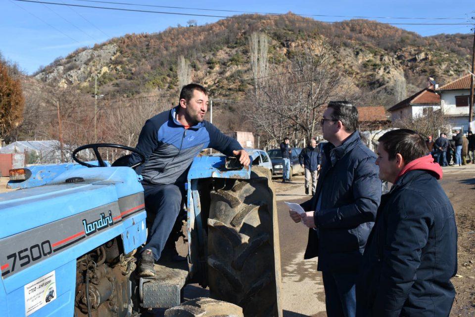 Трипуновски на среба со земјоделците од Делчево
