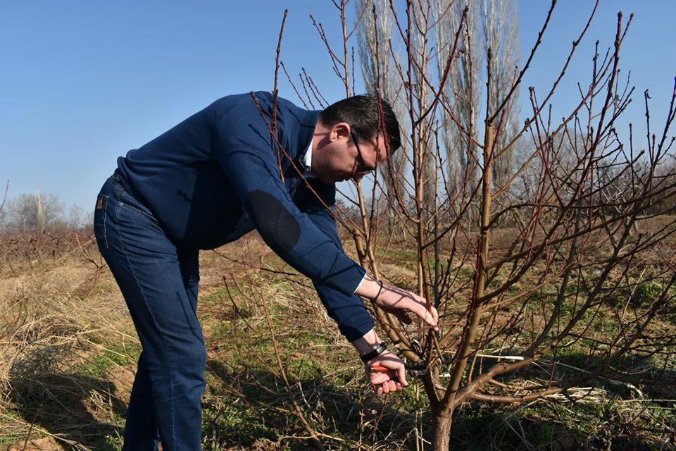 Трипуновски во посета на Росоман: После 12 април доаѓаат подобри времиња за земјоделците